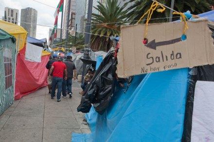 Maestros anuncian desalojo parcial en el Monumento a la Revolución. Foto: Octavio Gómez
