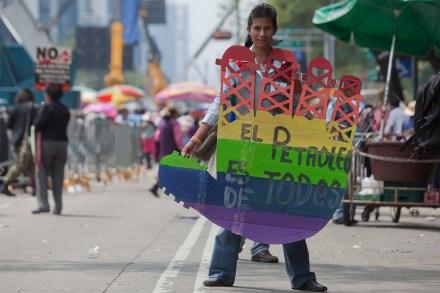 Marchan miles en contra de la reforma energética. Foto: Octavio Gómez