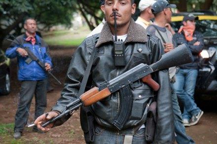 Un elemento de la autodefensa en Tancítaro, Michoacán. Foto: Eduardo Miranda