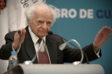 Yves Bonnefoy, premio lenguas romances en le FIL Guadalajara. Foto: Xinhua / Alejandro Ayala