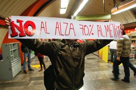 Protestan contra aumento de la tarifa en el Metro. Foto: Hugo Cruz