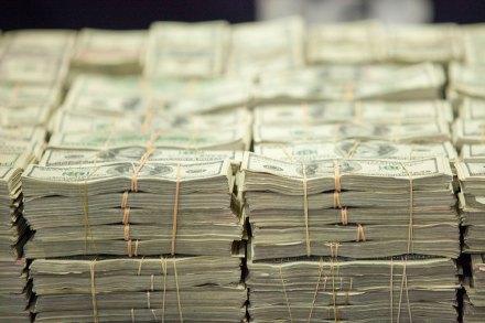El dólar sigue por las nubes. Foto: Miguel Dimayuga