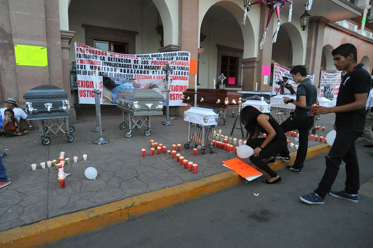 El memorial de la masacre en Apatzingán. Foto: Francisco Castellanos