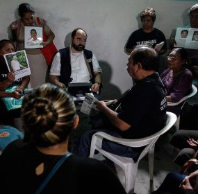 Integrantes de la CIDH se reúnen con familiares de desaparecidos en Guerrero. Foto: Germán Canseco