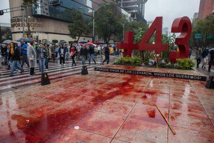 Miles marchan a un año de la desaparición de los 43 normalistas de Ayotzinapa. Foto: Octavio Gómez
