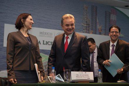 Lourdes Melgar, subsecretaria de la CNH; Pedro Joaquín Coldwell, titular de la Sener; y Juan Carlos Zepeda, presidente de la CNH. Foto: Octavio Gómez
