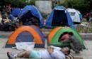 Refugiados acampan en Atenas. Foto: AP / Thanassis Stavrakis