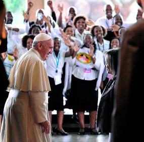 El Papa Francisco de visita en Nairobi. Foto: AP