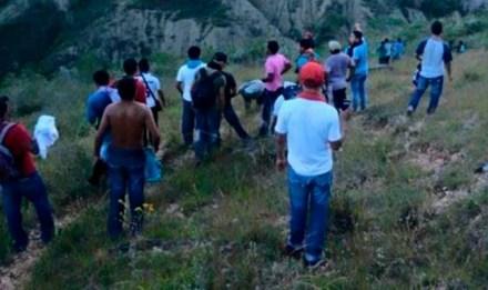 Los estudiantes de Ayotzinapa detenidos por la policía. Foto: Desinformémonos
