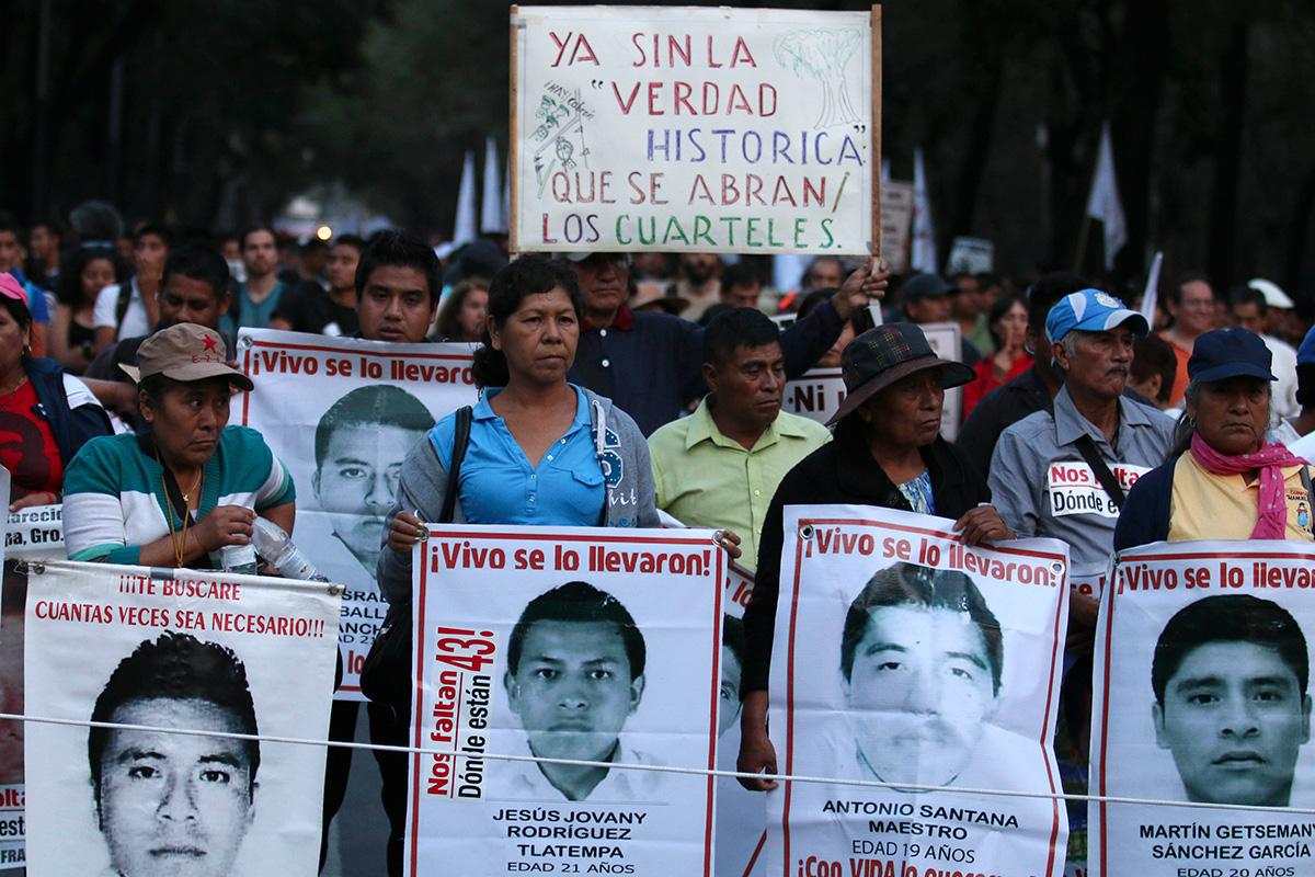 Marchan a 14 meses de la desaparición de los 43 normalistas. Foto: J. Raúl Pérez