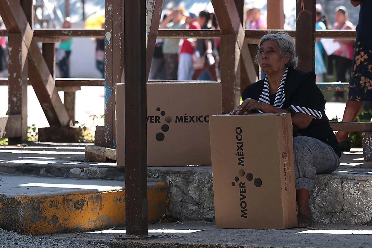 Reparten pantallas digitales en Chilpancingo, Guerrero. Foto: José Luis de la Cruz