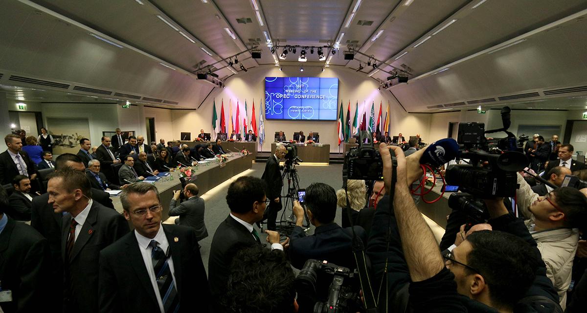 La última reunión de la OPEP en Viena. Foto: AP / Ronald Zak