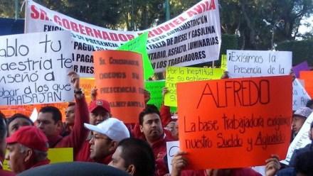 Protestan trabajadores en municipio de Tlalnepantla. Foto: Especial