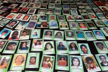 Madres de centroamericanos desaparecidos protestan en el Senado. Foto: Benjamin Flores