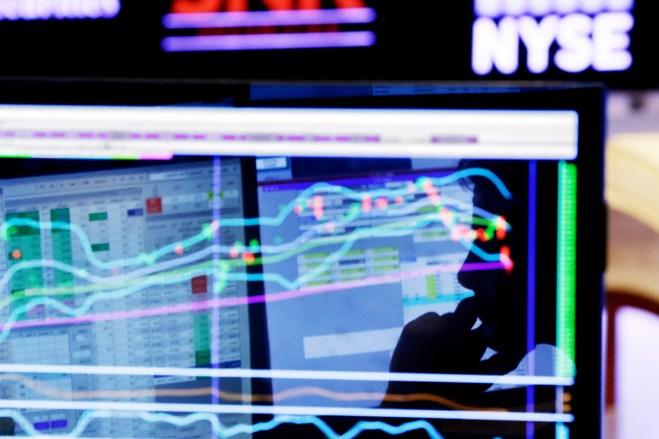 Los indicadores bursátiles en Wall Street. Foto: AP / Richard Drew