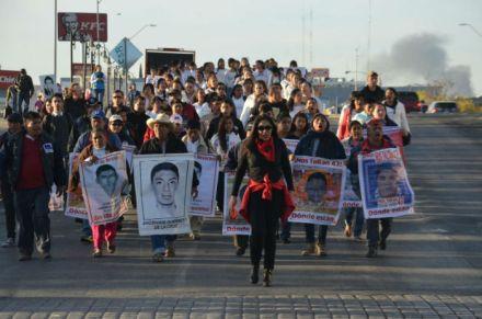 Marcha por la desaparición de los 43 normalistas de Ayotzinapa. Foto: Especial