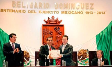 Velasco entrega su Tercer Informe en el Congreso chiapaneco. Foto: Gobierno de Chiapas