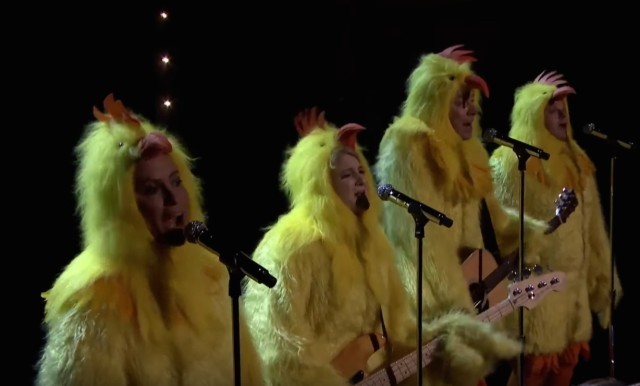 Alanis-Morrisette-dressed-as-a-chicken-640x386