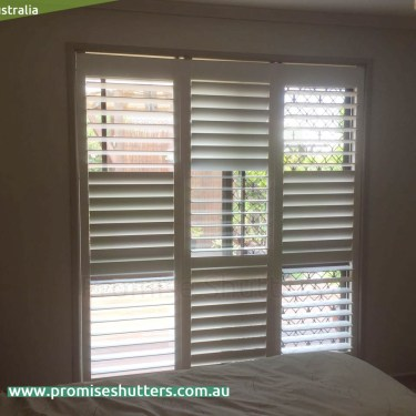3 panels of window shutters for the width of 1800mm, 600mm wide each panel