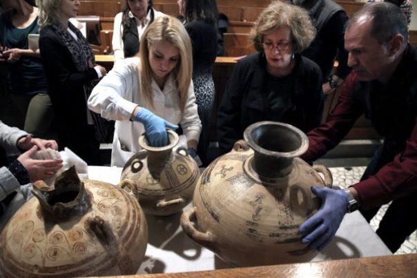 Στο Εθνικό Αρχαιολογικό Μουσείο στην Αθήνα, για τον επαναπάτρισμο σειρά ελληνικών αρχαιοτήτων από το Μόναχο, η οποία παραδόθηκε στην Ελλάδα από τις αρμόδιες γερμανικές Αρχές (ΑΠΕ-ΜΠΕ)
