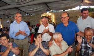 Na foto: Nuno Gonçalves, presidente da autarquia, com alguns séniores reguenses | Foto: Direitos Reservados