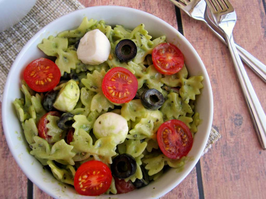 pesto mozzarella pasta salad5 1024x768 Pesto Mozzarella Pasta Salad