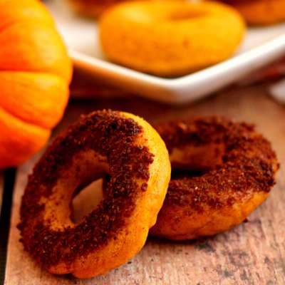 If you love pumpkin baked goodies, then you'll flip over these Pumpkin Cake Donuts with Salted Caramel Brownie Brittle Topping.