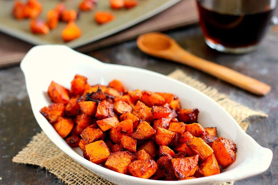 These Roasted Maple Cinnamon Sweet Potatoes are seasoned with cozy ...