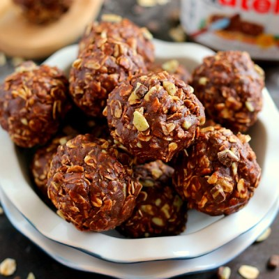These Mint Nutella Energy Bites are packed with hearty oats, creamy Nutella, smooth mint chips, and sweetened with honey. It's the perfect treat to munch on when you're craving a healthier, chocolate snack!
