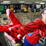 Spiderman y varios Jedis detuvieron a un hombre que intentó robar una tienda de comics