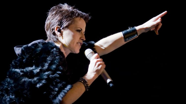 1200px-The_Cranberries_en_Barcelona_11