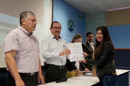 Reconocen-a-alumnos-que-participaron-en-Movilidad-Internacional-y-Nacional-de-la-FCEAT,-URCN-UAS.29.01-(11)