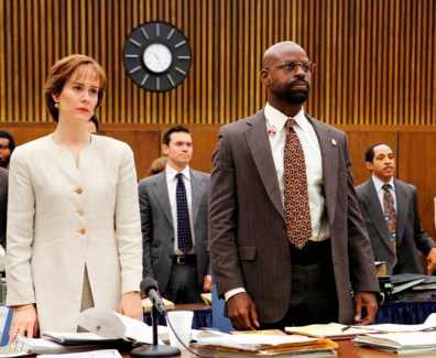 THE PEOPLE v. O.J. SIMPSON: AMERICAN CRIME STORY - Pictured: (l-r) Sarah Paulson as Marcia Clark, Sterling K. Brown as Christopher Darden. CR: FX Networks