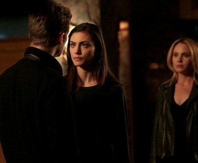 "The Originals -- ""Wild at Heart"" -- Image Number: OG311a_0191.jpg -- Pictured (L-R): Joseph Morgan as Klaus, Phoebe Tonkin as Hayley and Leah Pipes as Cami -- Photo: Carin Baer/The CW -- © 2016 The CW Network, LLC. All rights reserved."
