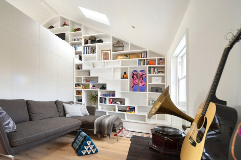 stairs-with-bookshelves_080216_06-800x533