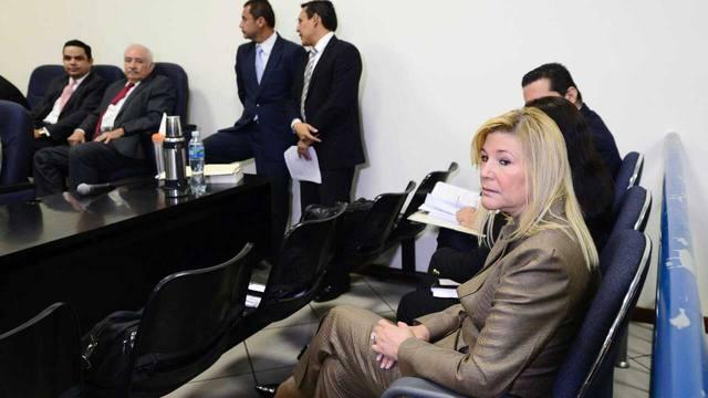 El Salvador Ana Ligia Mixco exprimera dama ante un juez. Foto elsalvador.com