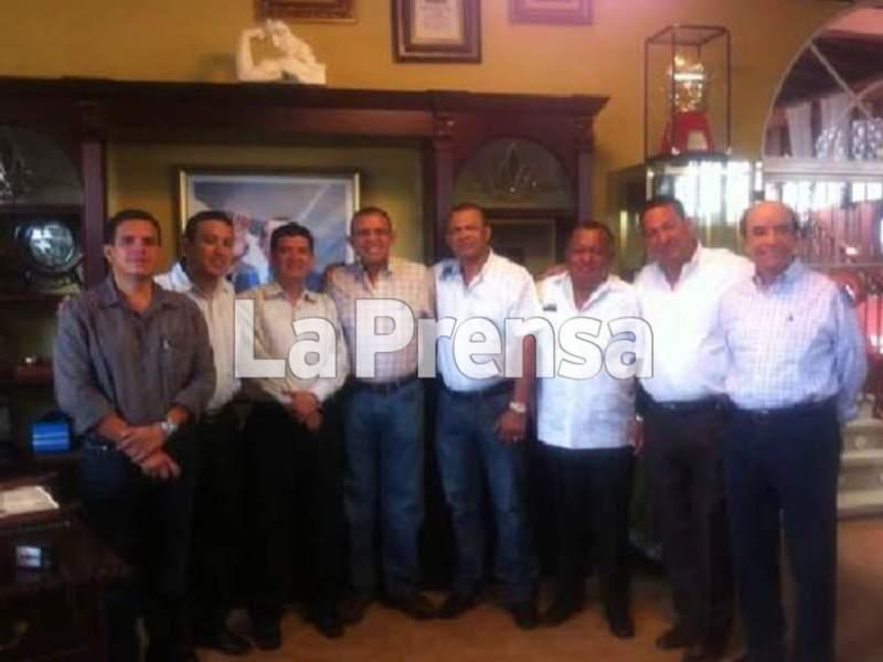 Honduras expresidente Porfirio Lobo junto a capo. Foto laprensa.hn