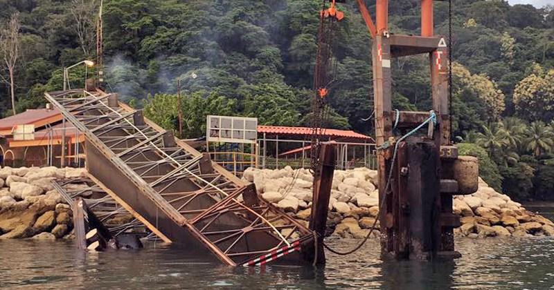 Daño en atracadero de ferries, Paquera, Puntarenas. Foto mopt.go