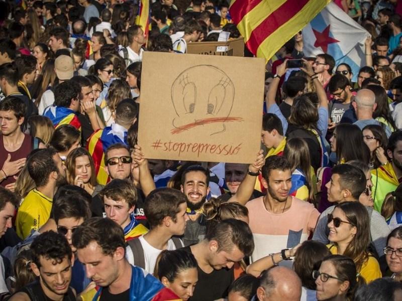 Barcelona 03-10-2017 - Huelga general y concentracion en plaza Universitat con vistas a ronda Universitat  Foto Carlos Montanes