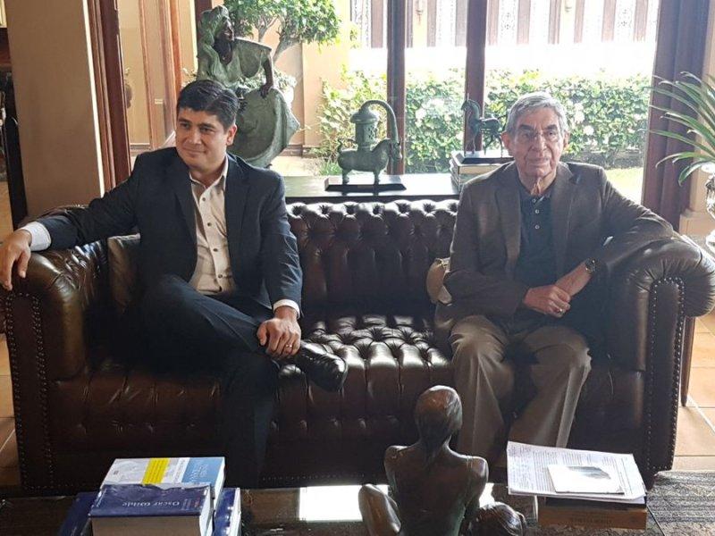 Expresidente Oscar Arias y Carlos Alvarado candidato PAC. Foto Twitter