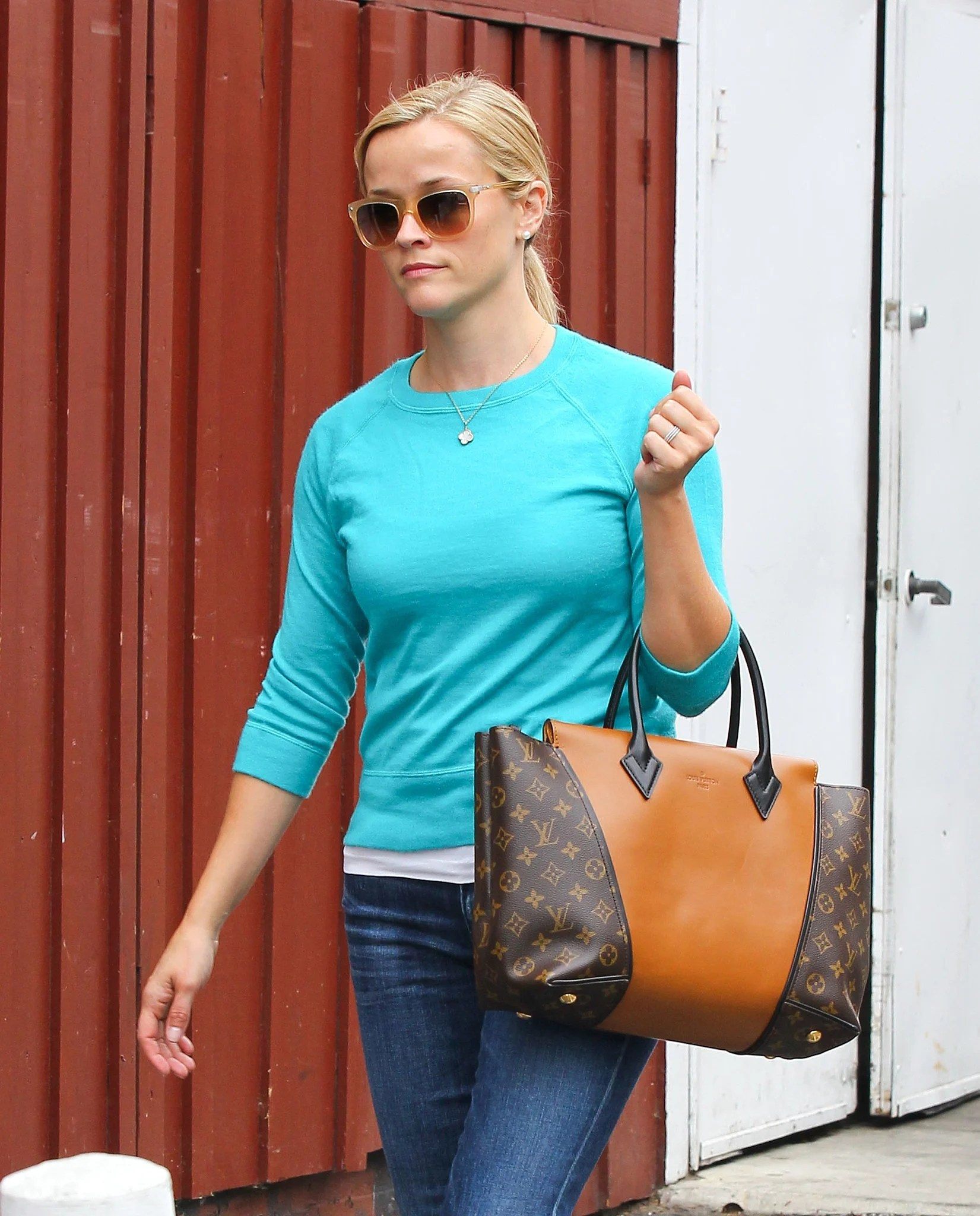 louis vuitton tote celebrity. reese-witherspoon-carried-louis-vuitton-bag louis vuitton tote celebrity i