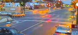 فيديو: كامرات الطريق تصور حادث وتخطي الاشارة الحمره من اربع جوانب