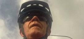 فيديو: طريف لطائر يهاجم سائق دراجة هوائية عدة مرات !