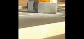 فيديو: إخراج سائق من سيارته قبل اشتعالها بالكامل !