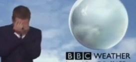 فيديو : موقف محرج لمذيع نشرة BBC الجوية
