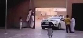 فيديو: صادم لسيارة تدهس طفلة داخل منزلها في جدة