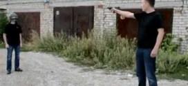 فيديو: روسي مجنون يطلق النار في وجه صديقه لاختبار خوذته !
