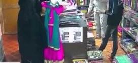 فيديو: كاميرات المراقبه ترصد عملية #سرقه خامات من قبل مجموعة نساء بطريقه غريبه !!