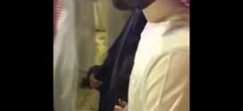 فيديو: شاهد لحظة لقاء ام المختطف السعودي بأبنها القنصل .. #لحظة_مؤثره