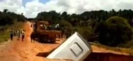 فيديو : حفره … تبتلك حافله في البرازيل